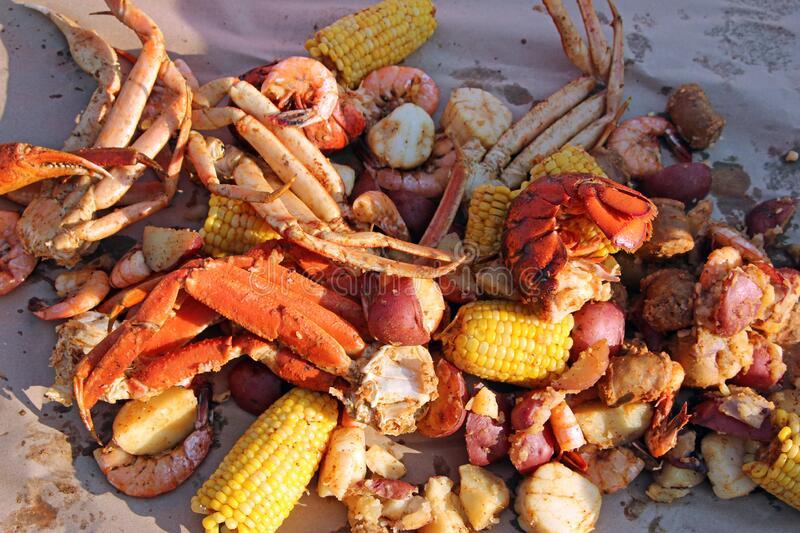 Snow Crab & Shrimp & Scallops / 蟹脚 & 虾 & 干贝